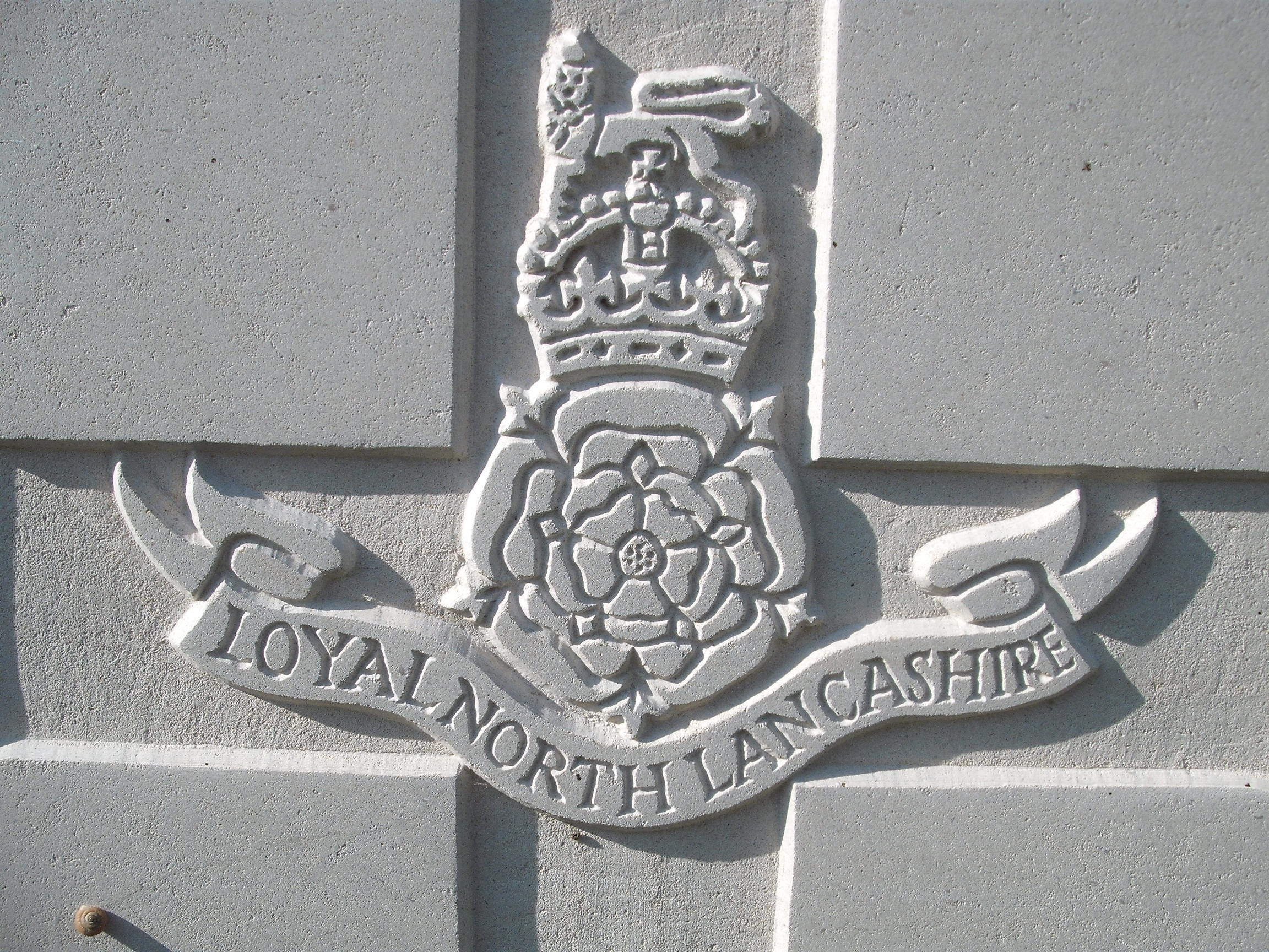 Capbadge of the Loyal North Lancashire Regiment